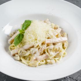 Спагетти с ветчиной и шампиньонами