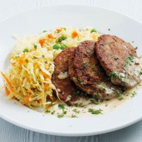 Оладушки из печени цыпленка со сливочно-соевым соусом с рисом и овощами