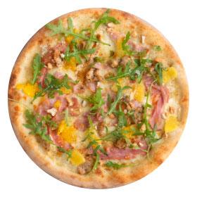 Пицца с индейкой, апельсином и орешками кешью с пышным краем